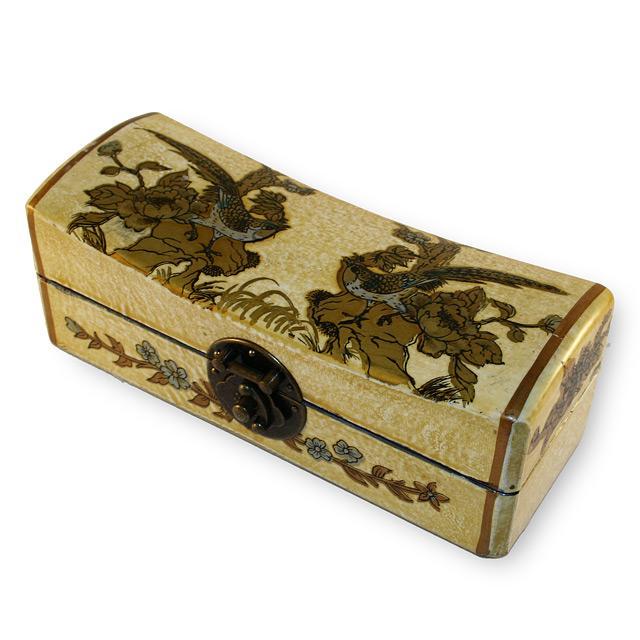 Idée cadeau pour la Saint Valentin 2009 : une boite aux décorations coquines Kamasutra